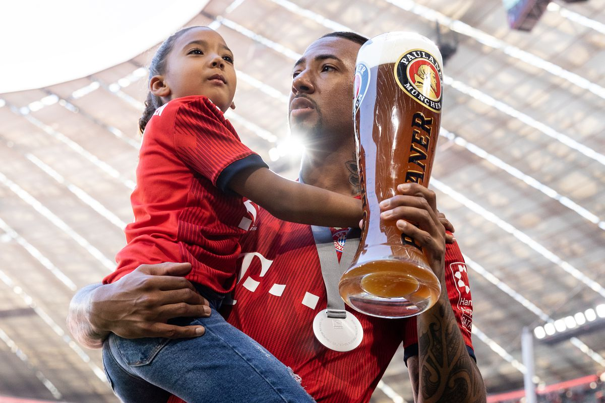FC Bayern Muenchen v VfB Stuttgart - Bundesliga MUNICH, GERMANY - MAY 12: Jerome Boateng of FC Bayern Muenchen celebrates with his daughter the 28th German football championship after the Bundesliga match between FC Bayern Muenchen and VfB Stuttgart at Allianz Arena on May 12, 2018 in Munich, Germany.