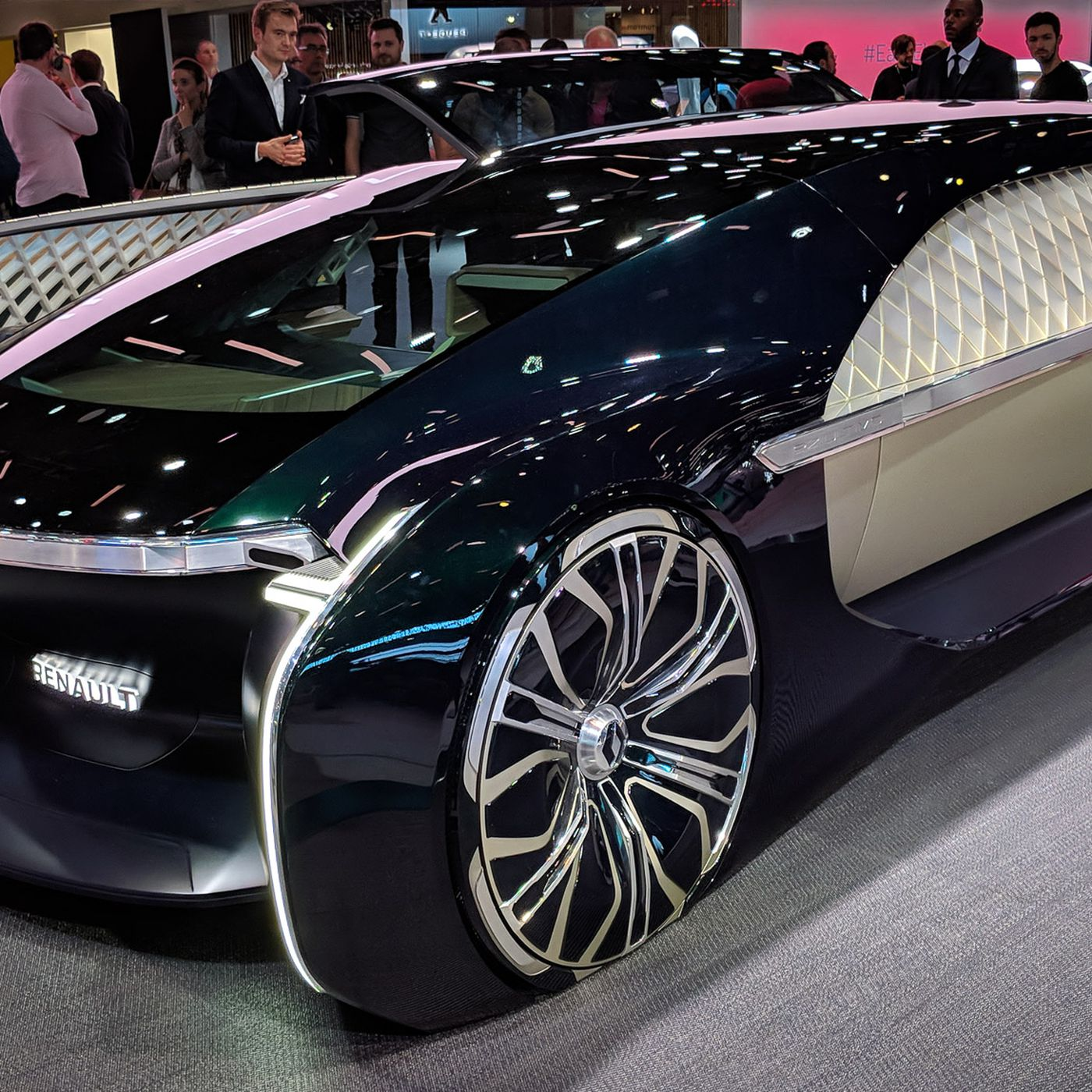 Renaults EZUltimo Selfdriving Concept Is A Giant Slice Of - Luxury car show