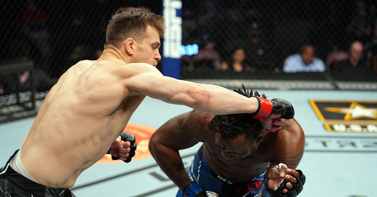 UFC 262 video: Jordan Wright demolishes Jamie Pickett with flurry of elbows, knees and punches