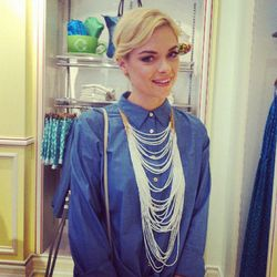 """""""Here's @Jaime_King taking a quick pose for the camera as she shops"""""""