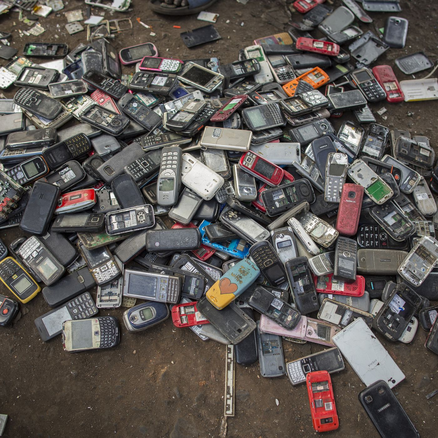 Smartphone Recycling This Is Where Your Iphone Goes When You Throw American Hardware Mfg Mobile Home Electrical Cords It Away Recode