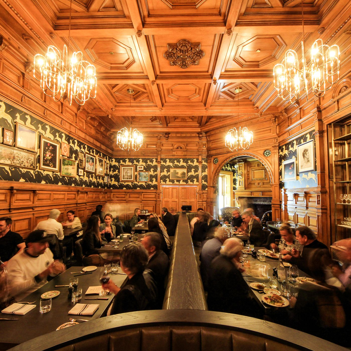 Bar George In Hotel Mount Stephen Gets A Warm First Review