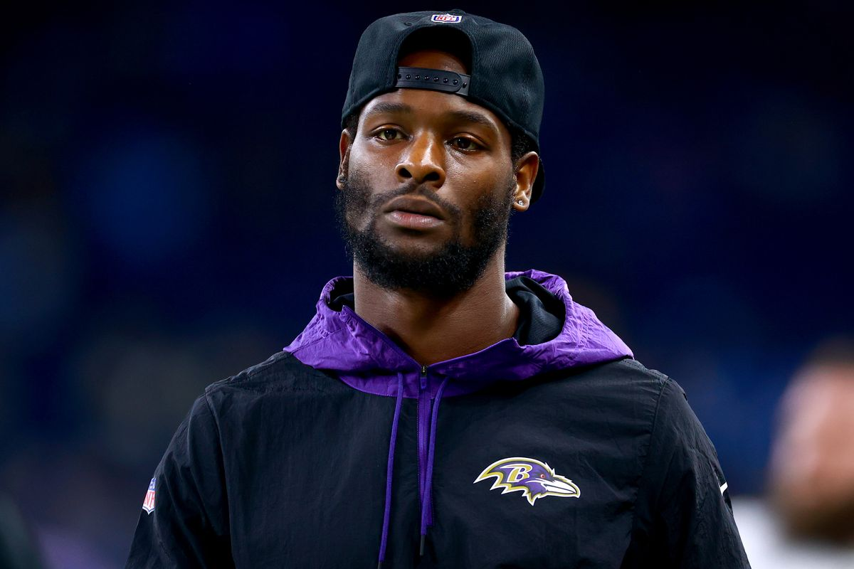 Le'Veon Bell #26 of the Baltimore Ravens on the field during warm up before the game against Detroit Lions at Ford Field on September 26, 2021 in Detroit, Michigan.