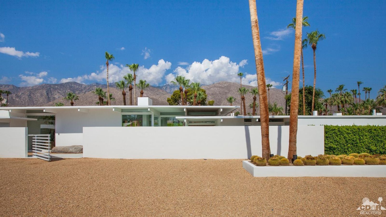 Palm springs midcentury stunner with ties to hollywood for Palm springs for sale by owner
