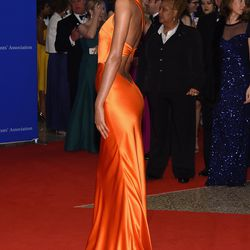 Lais Ribeiro wears a Sophie Theallet gown.