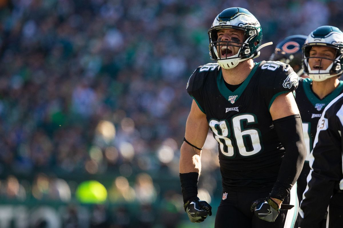 Philadelphia Eagles tight end Zach Ertz (86) reacts after a reception against the Chicago Bears during the first quarter at Lincoln Financial Field.