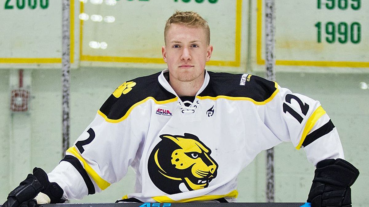 I'm gay': How a college hockey player came out to two teams - Outsports