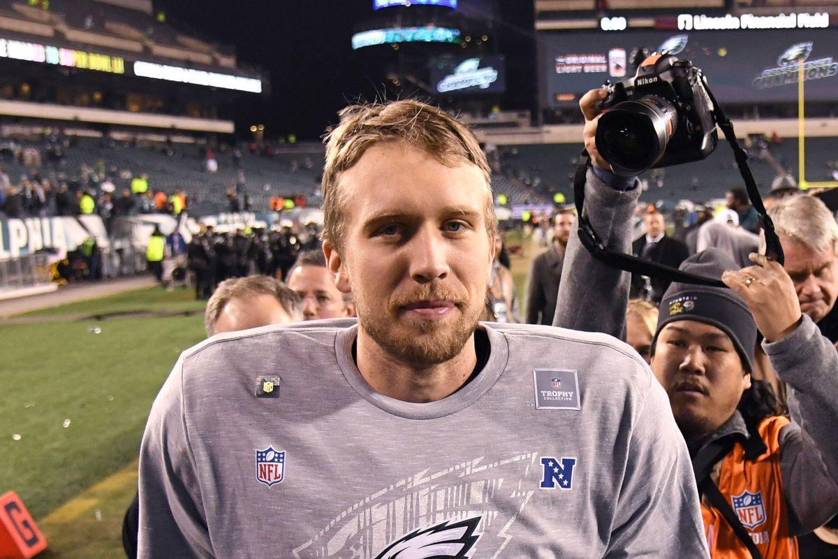 Super Bowl 52 Tom Brady Nick Foles Took Opposite Paths To