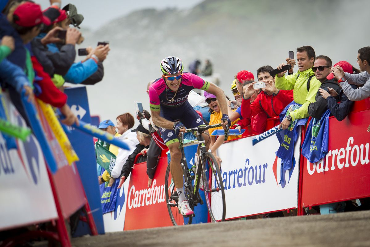 Prezemyslaw Niemiec atop Lagos de Covadonga, about to win stage 15 last year.