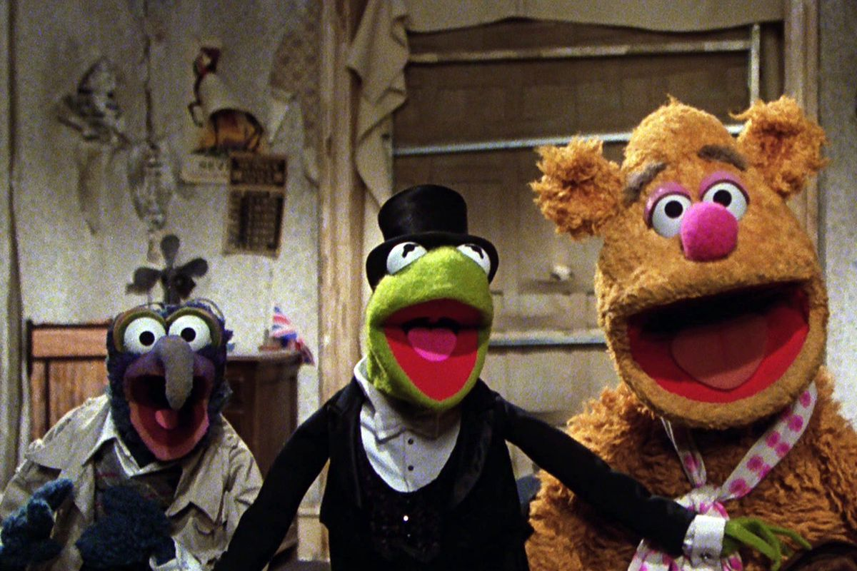 Gonzo, Kermit, and Fozzie sing together