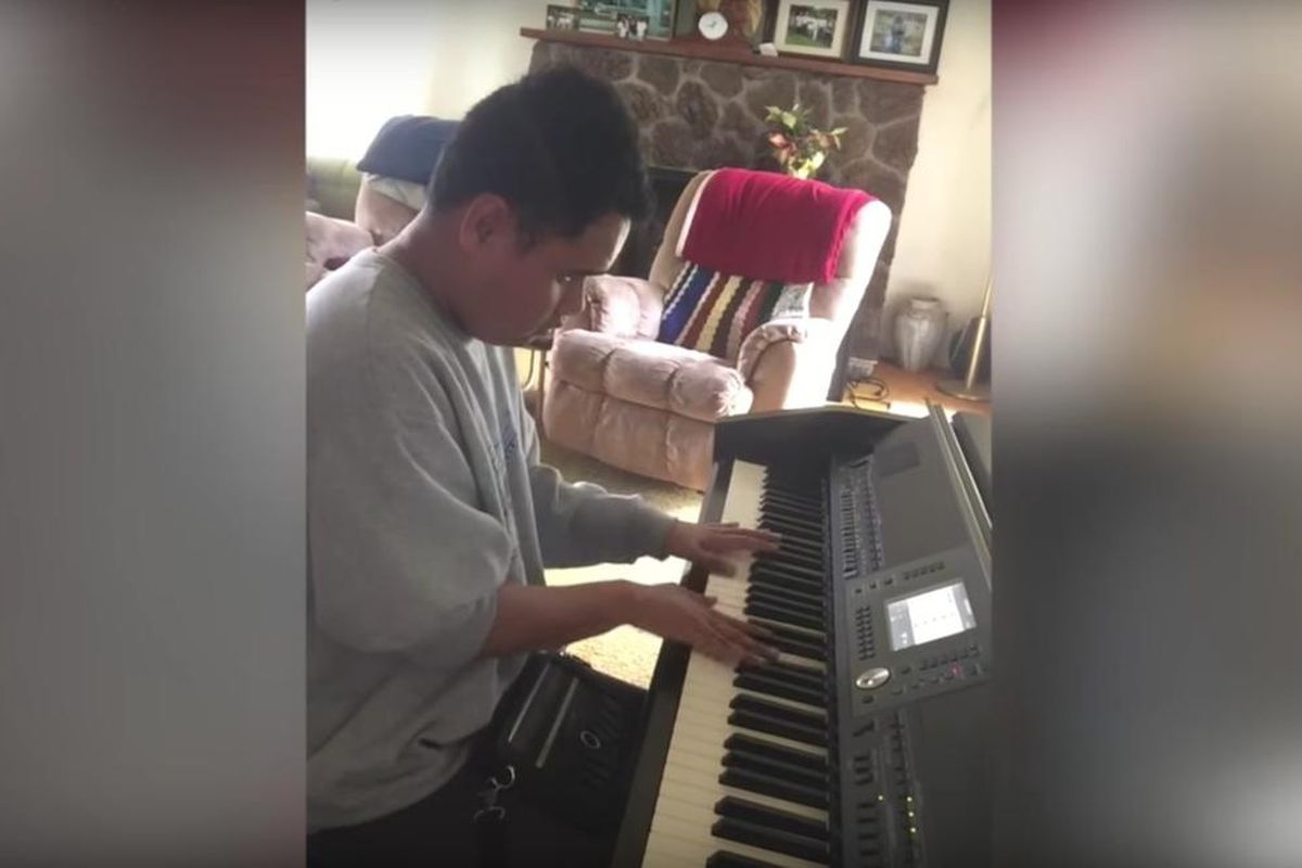 UTubers: Piano prodigy who is blind plays rap song written