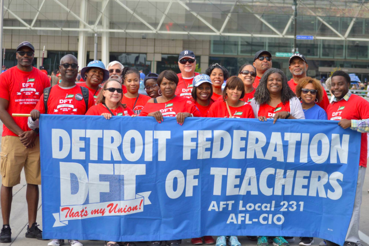 The Detroit Federation of Teachers claims an academic calendar approved by the Detroit school board violates its contract.