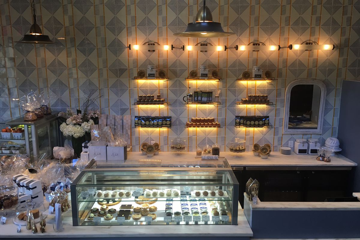 Baked goods at Macarons