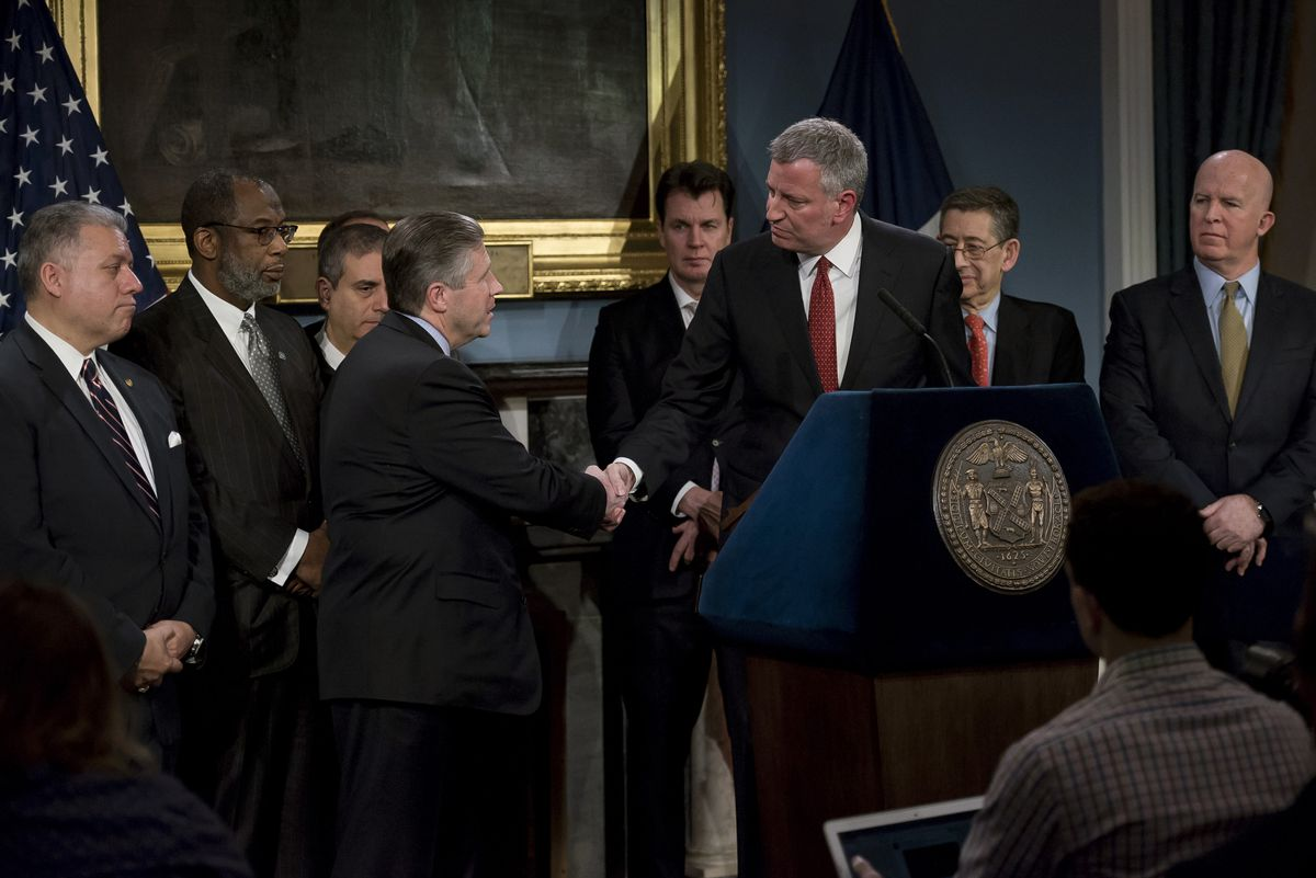 Mayor Bill de Blasio and Patrolmen's Benevolent Association (PBA) President Patrick Lynch announce a tentative contract agreement covering 23,810 NYPD employees. Blue Room, City Hall. Tuesday, January 31, 2017.
