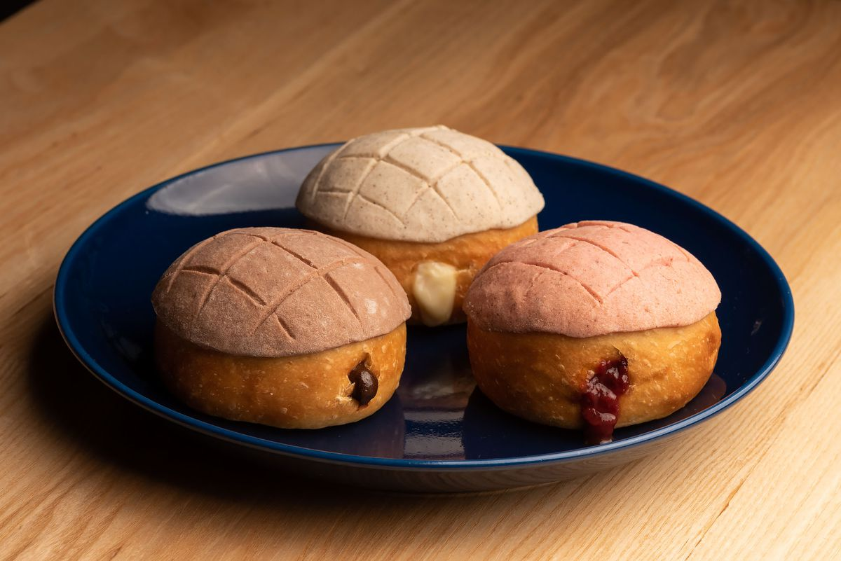 Three filled conchas.