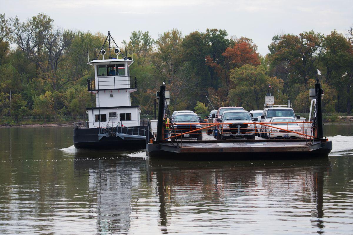 Belle of Calhoun ferry boat shuttlesat Brussels, Il