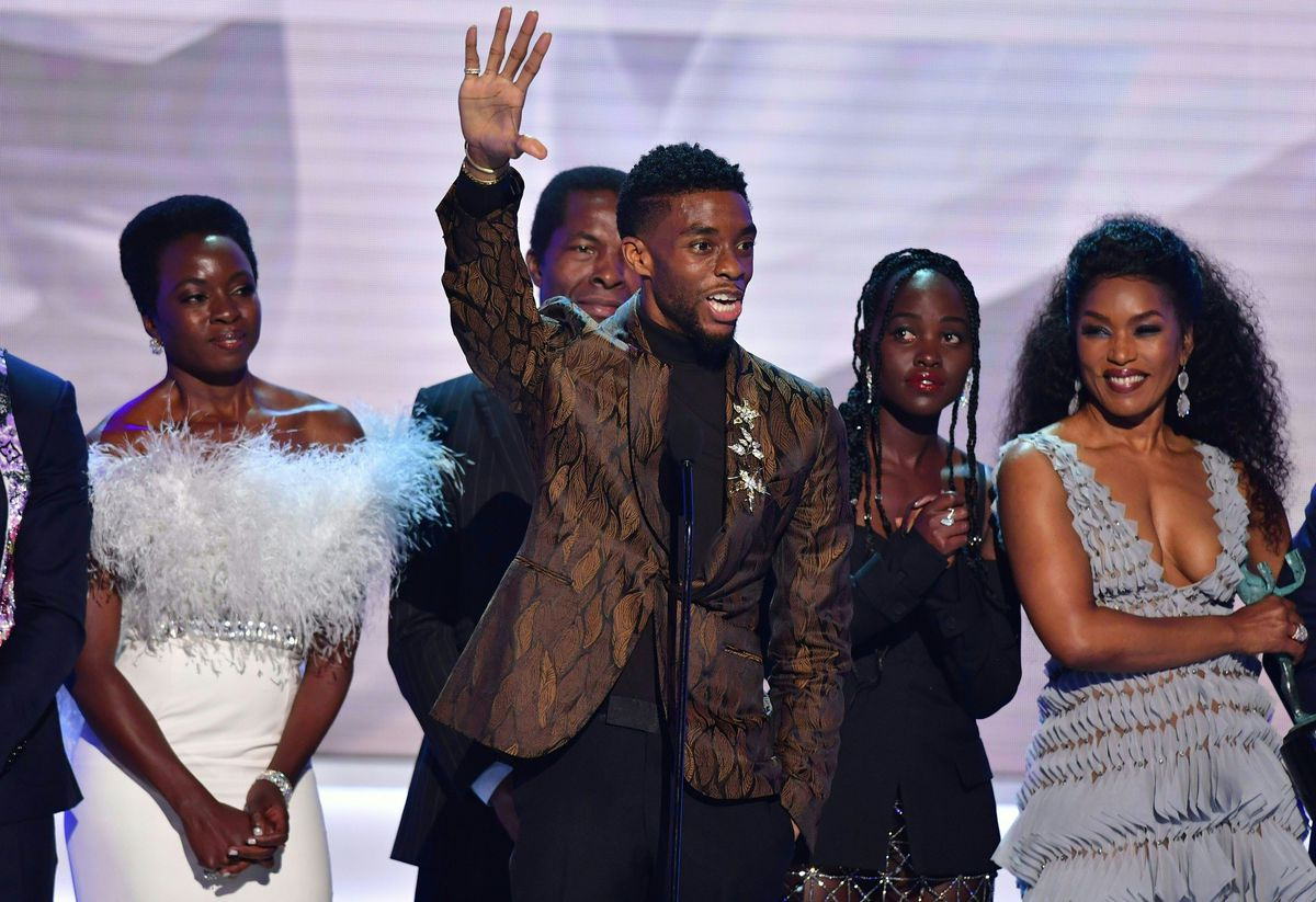 Chadwick Boseman and the & # 39; Black Panther & # 39; occupation accept a SAG award for Outstanding Performance of a Cast in a Movie