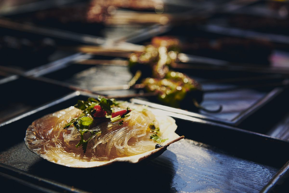 Grilled garlic scallop with noodles