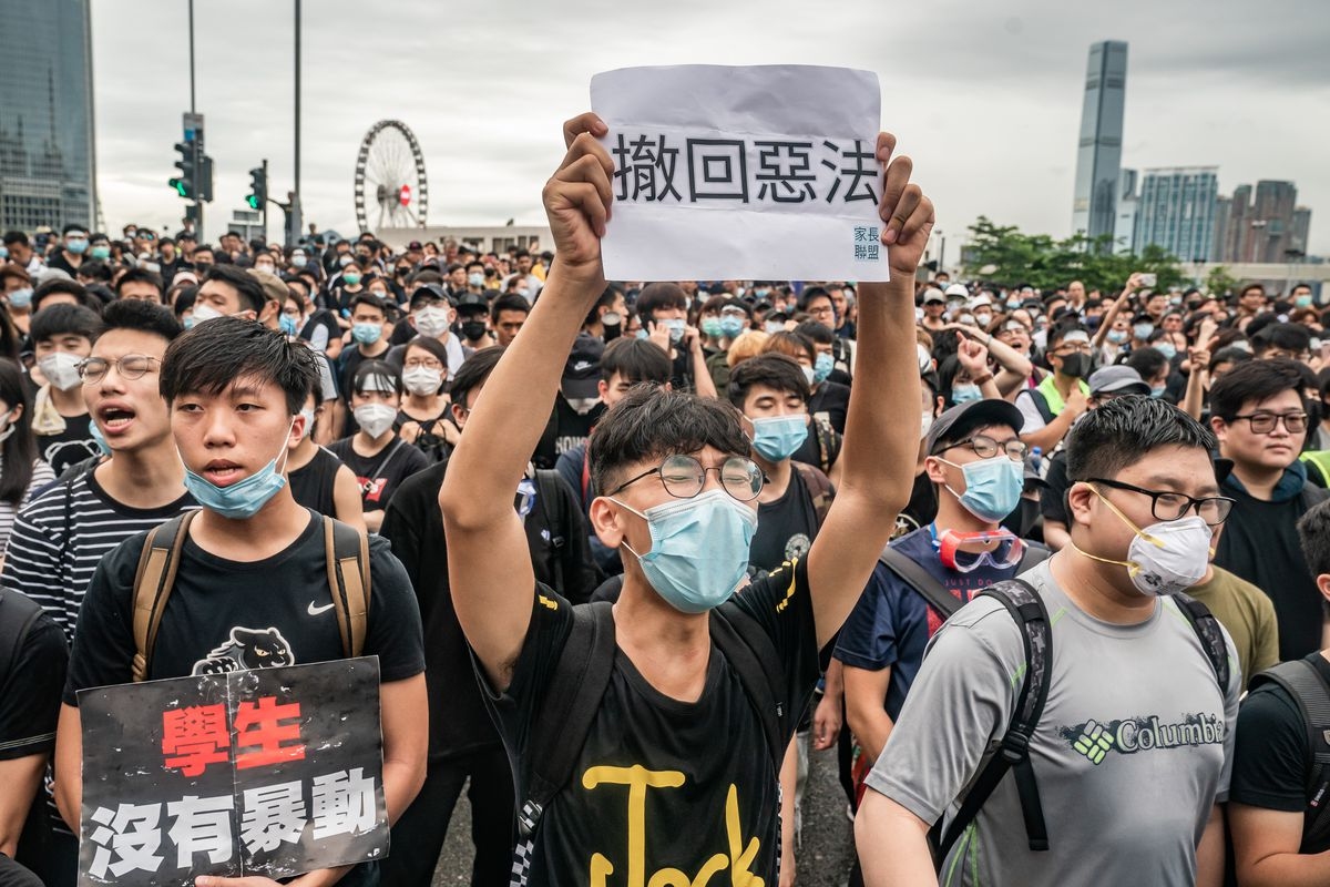 Hong Kongers protest over China's extradition law.