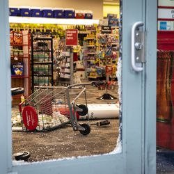 CVS at 121 W. Kinzie St. after looting broke out overnight in River North and surrounding neighborhoods, Monday morning, Aug. 10, 2020.