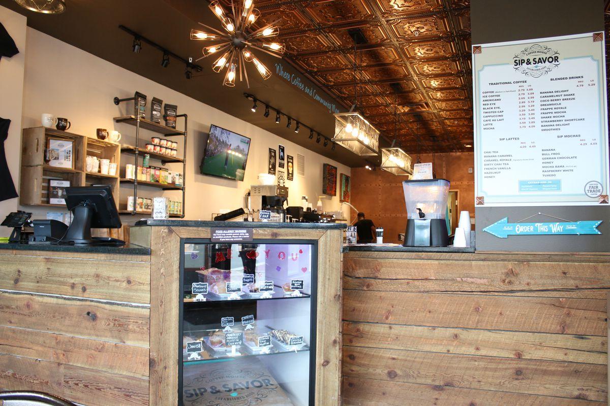 The counter at Sip & Savor coffee shop at 78 E. 47th St. | Brian Rich/Sun-Times