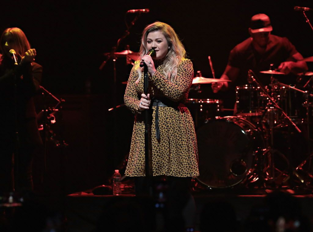 """""""Miracle with Kelly Clarkson"""" arrives at the Rosemont Theatre Dec. 5 