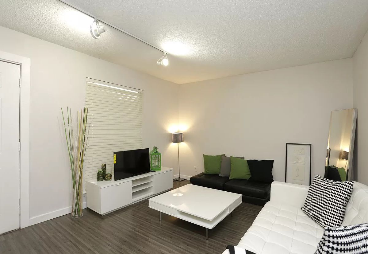 7 Austin Two Bedrooms For Rent On The Rapid Bus Line Curbed Austin