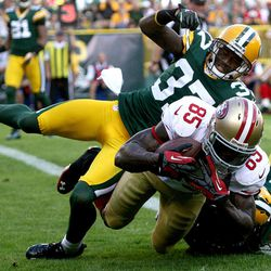 San Francisco 49ers tight end Vernon Davis (85) hauls in a touchdown pass while being defended by Green Bay Packers cornerback Sam Shields (37) in the second quarter of an NFL football game, Sunday, Sept. 9, 2012, in Green Bay, Wis. The 49ers won 30-22.