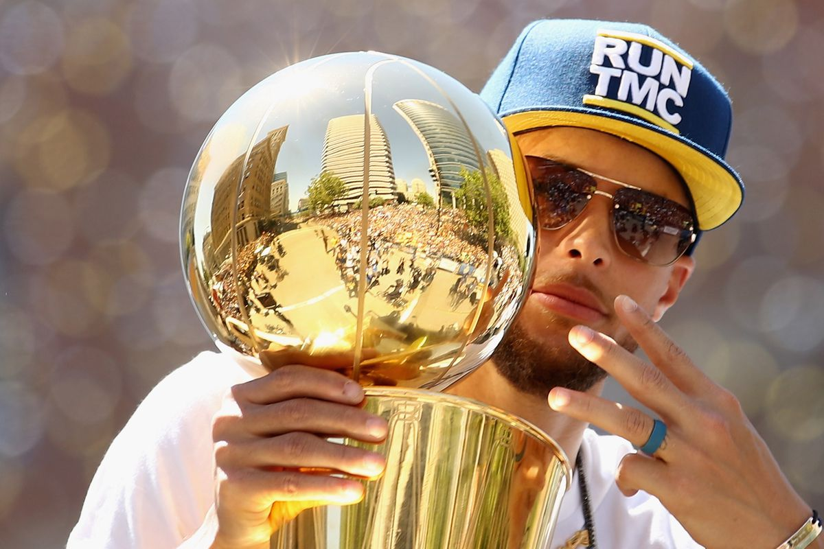 fe85bbe48eb3 Steph Curry Claps Back at Rockets Fans Bashing International Smoke Houston