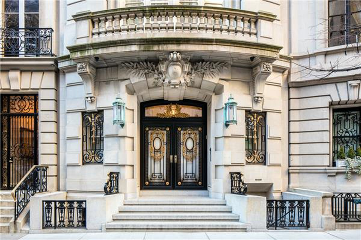 Manhattan s townhouse market is facing a decline in sales for Manhattan house apartments for sale