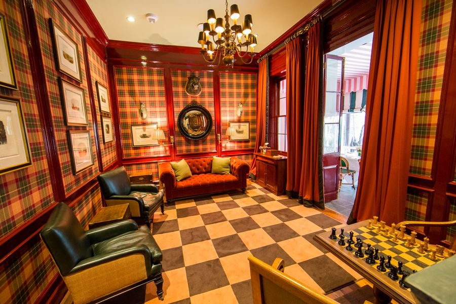 French quarter landmark brennan 39 s dazzles critics earns for Best private dining rooms new orleans
