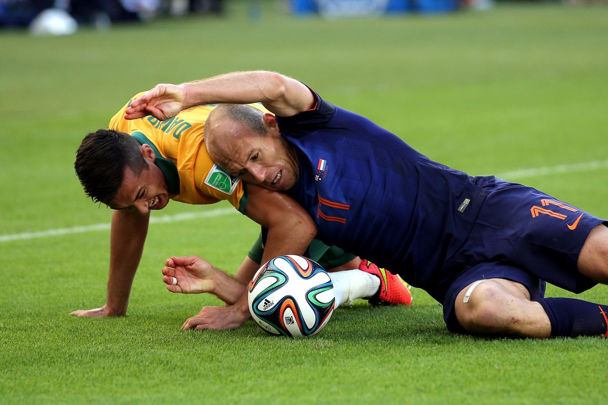 It almost appears as if Arjen Robben is gonna give this Socceroo a wrestling takeover here. HUP HOLLAND HUP!