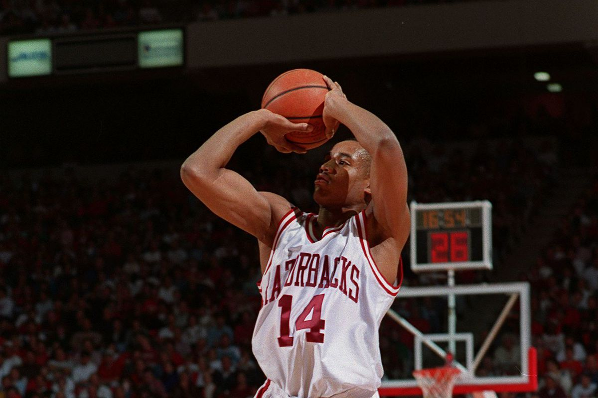 24 Feb 1994: ARKANSAS RAZORBACKS GUARD COREY BECK GOES UP FOR THE JUMPER DURING A NON-CONFERENCE GAM