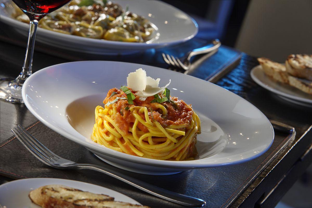 A tidy plate of spaghetti