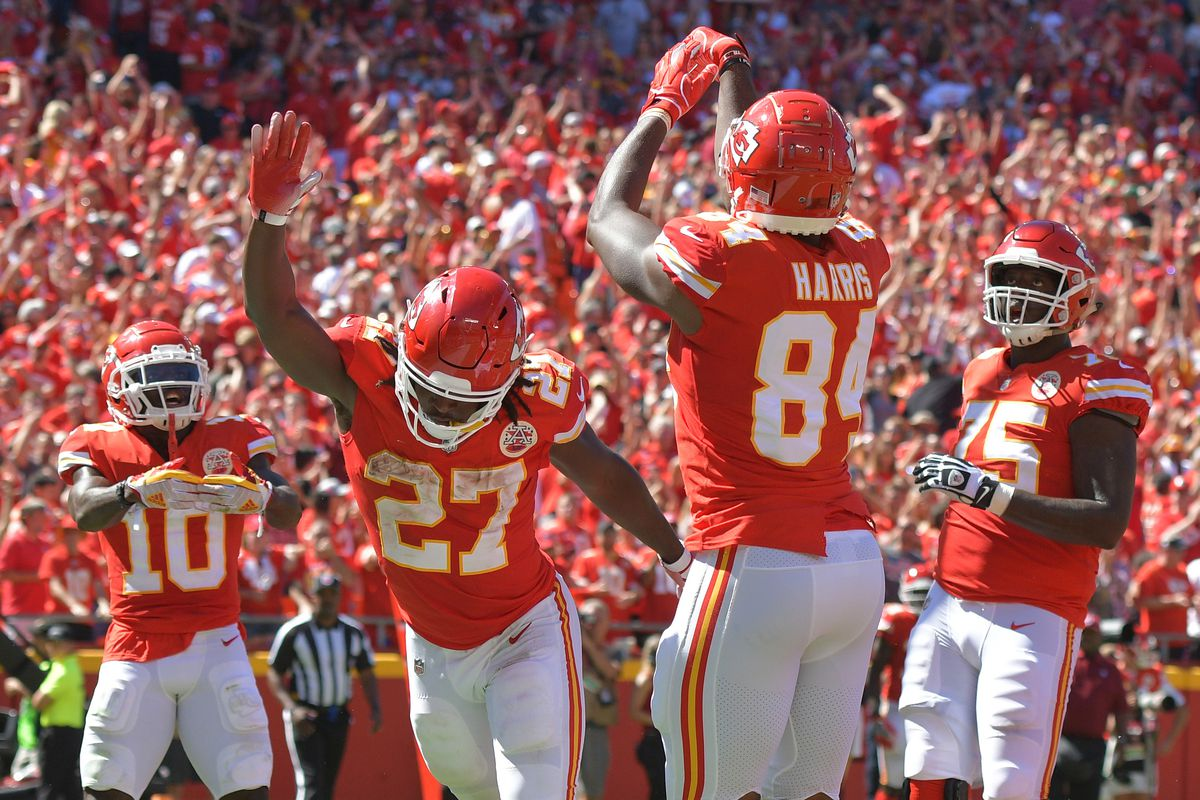 4d850a0c9e1 A record-setting game from Patrick Mahomes, as the Chiefs beat the 49ers  38-27