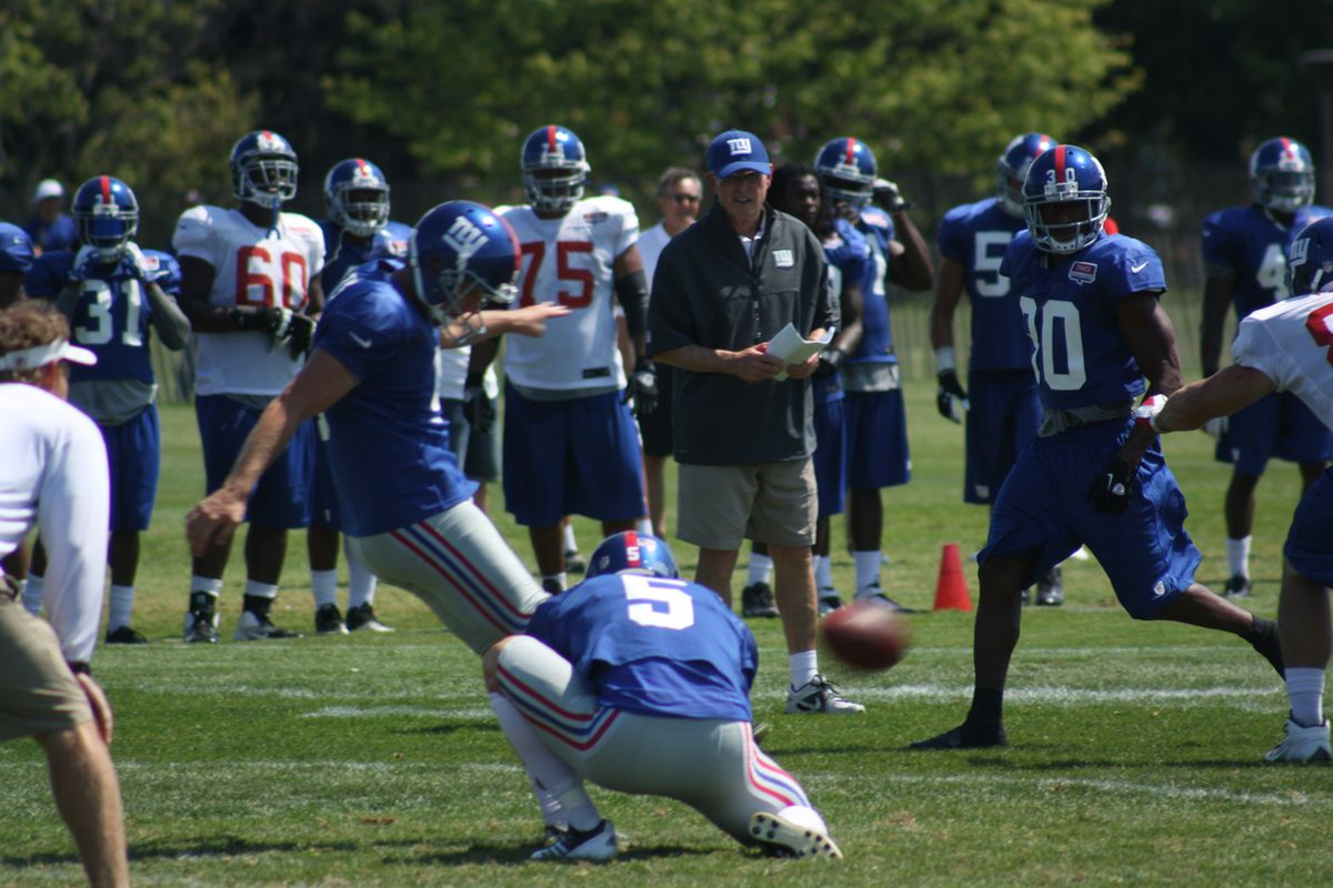 Lawrence Tynes boots a field goal Wednesday during New York Giants training camp. Tom Coughlin looks on. (Photo by Ryan Valentine/Big Blue View)