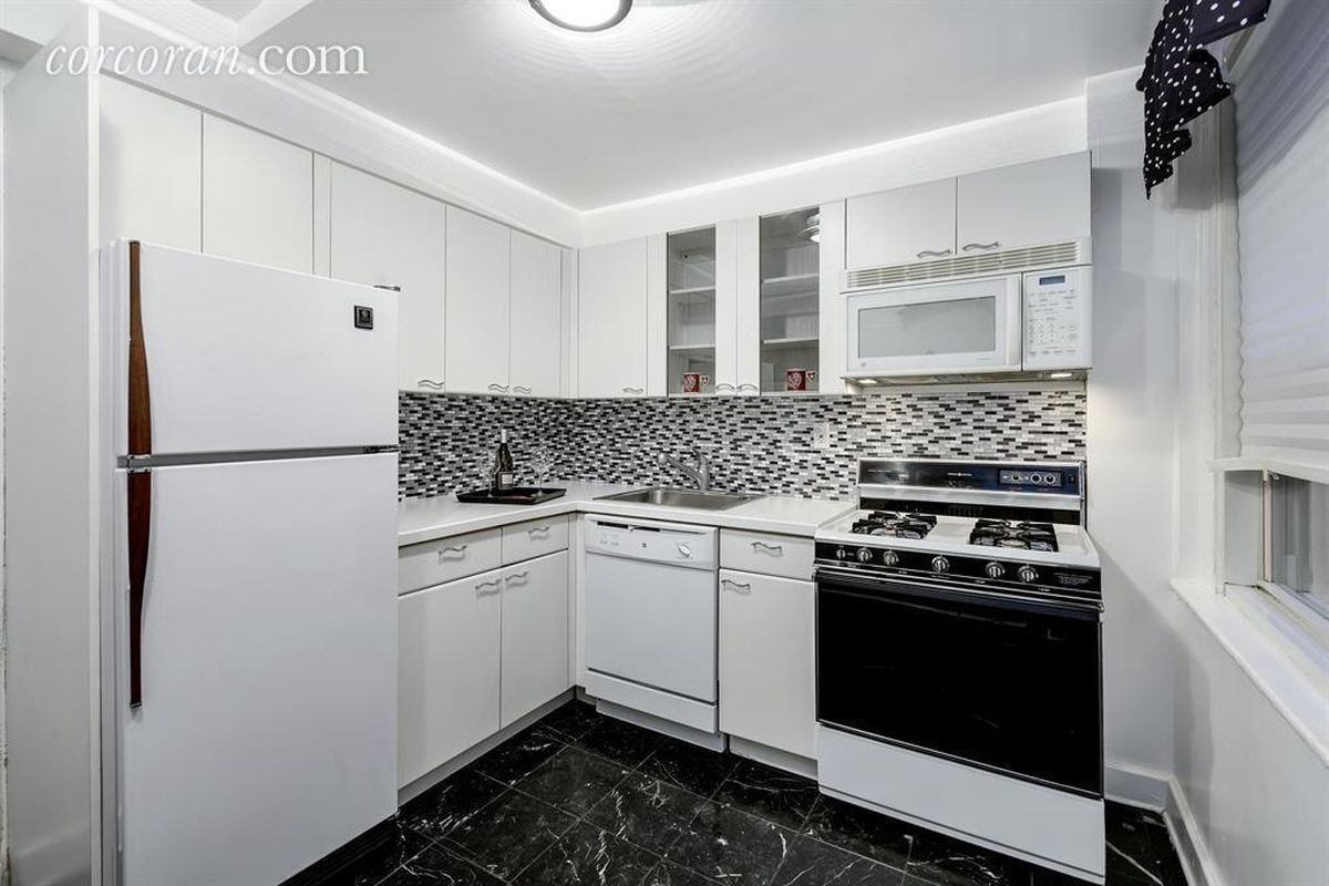 Spacious Tudor City one-bedroom with tranquil vibes wants $569,000 ...