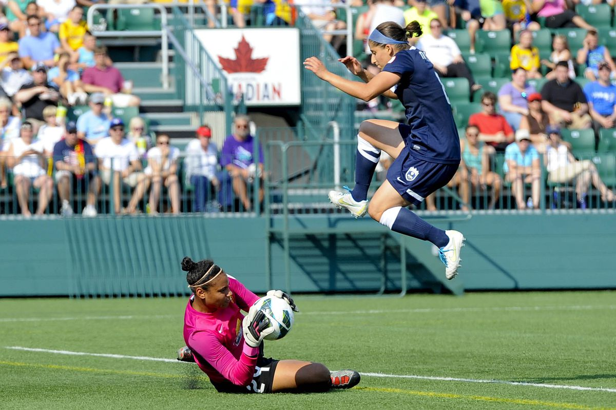 Dash forward Teresa Noyola scored twice in the final 10 minutes, helping her side earn a 3-2 victory