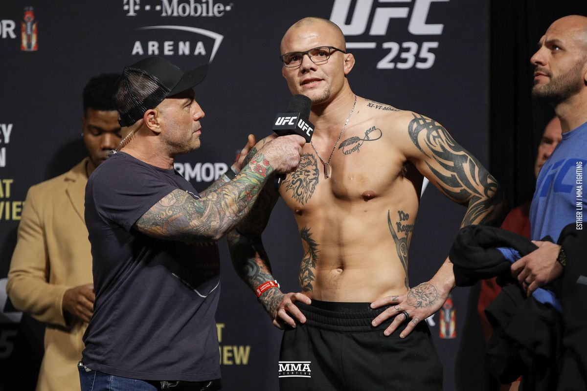 Anthony Smith forced out until 2020 following second surgery on broken hand