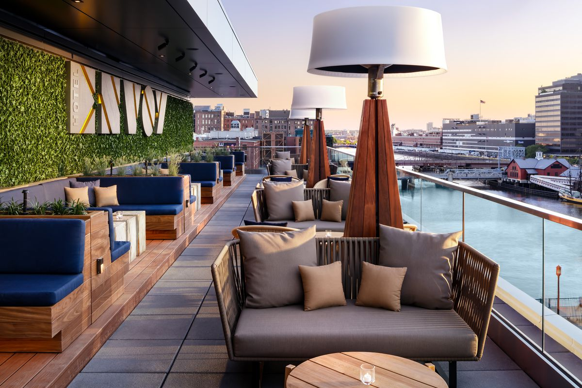 Envoy Hotel S Lookout Bar Expands Adds New Cocktails