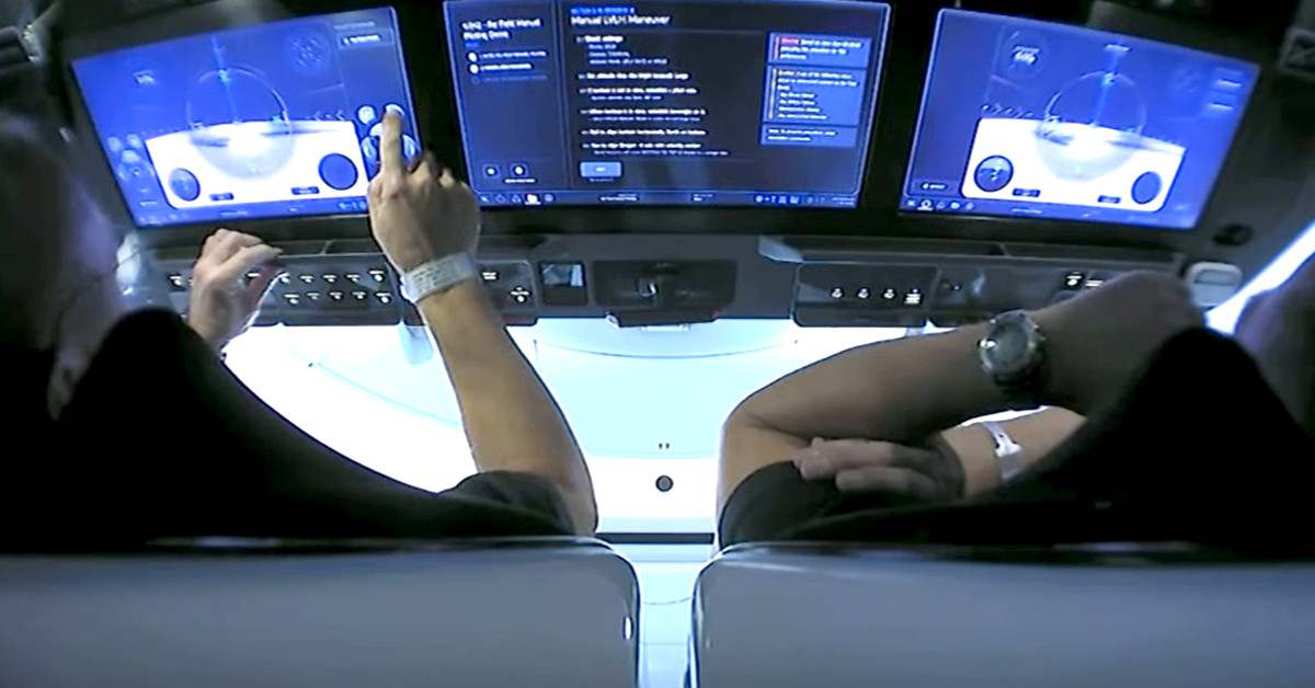 Assista os astronautas da NASA voarem o Crew Dragon da SpaceX usando telas sensíveis ao toque 6