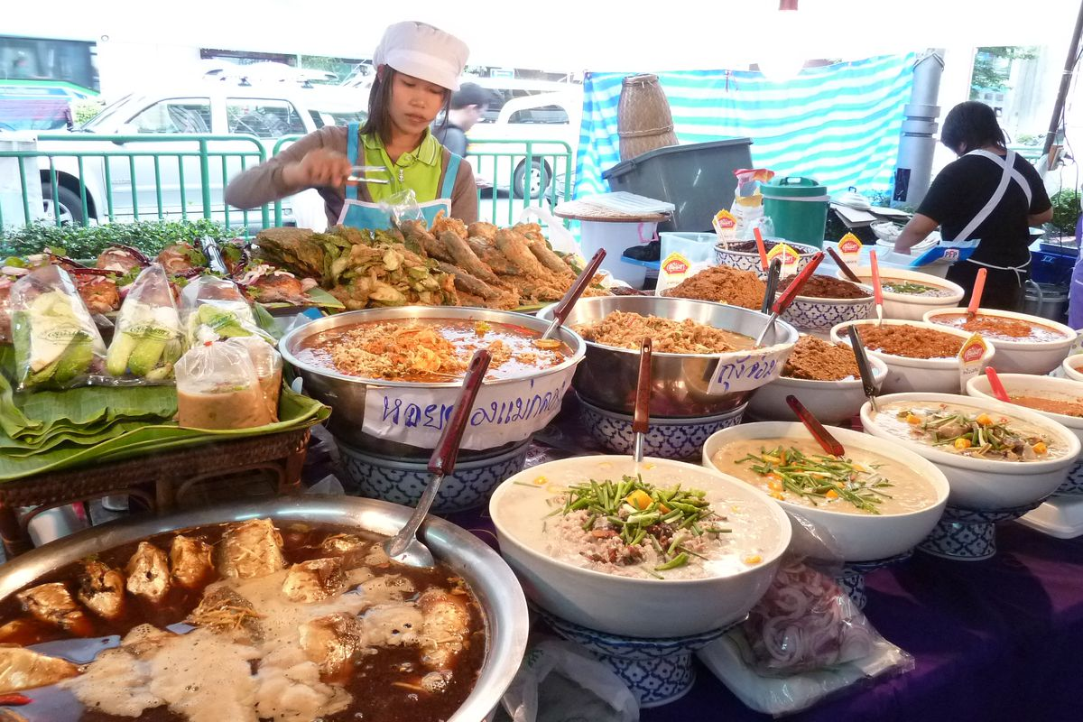bangkok s street food vendors are going cashless and that s a big deal eater. Black Bedroom Furniture Sets. Home Design Ideas