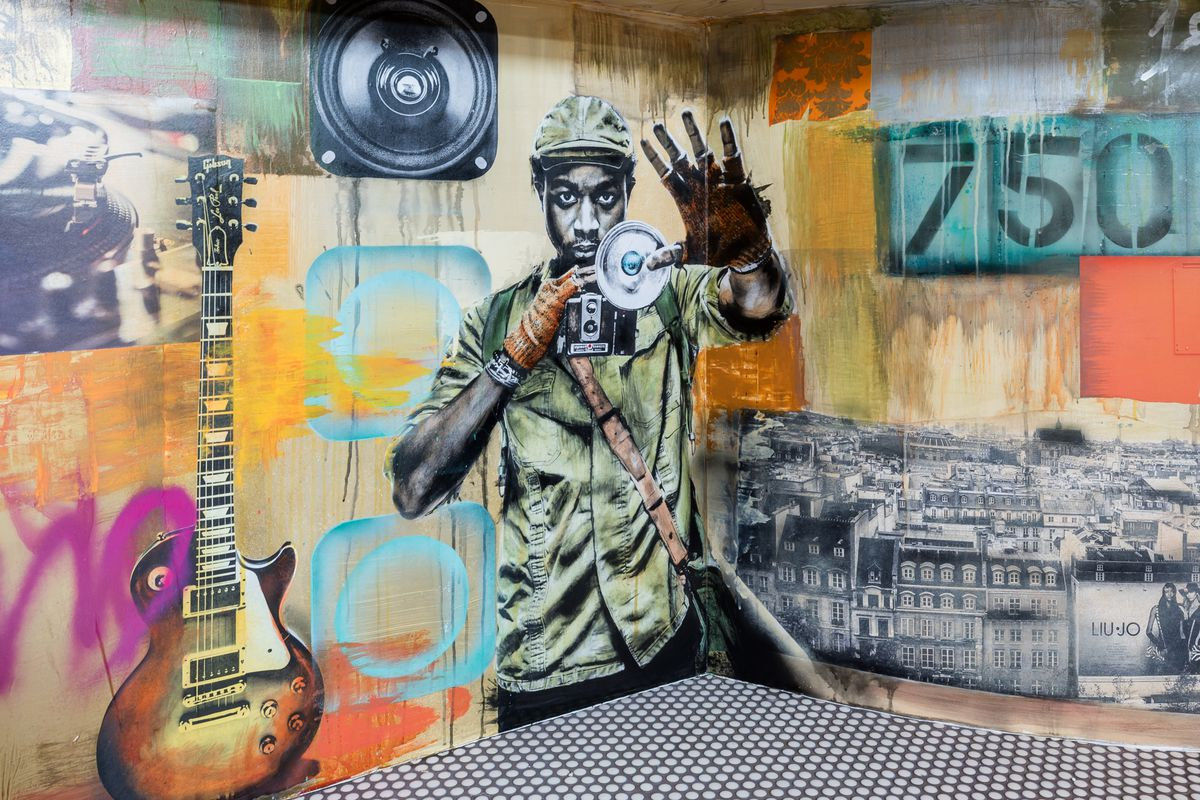 Wall graffitti at Le Fantastique