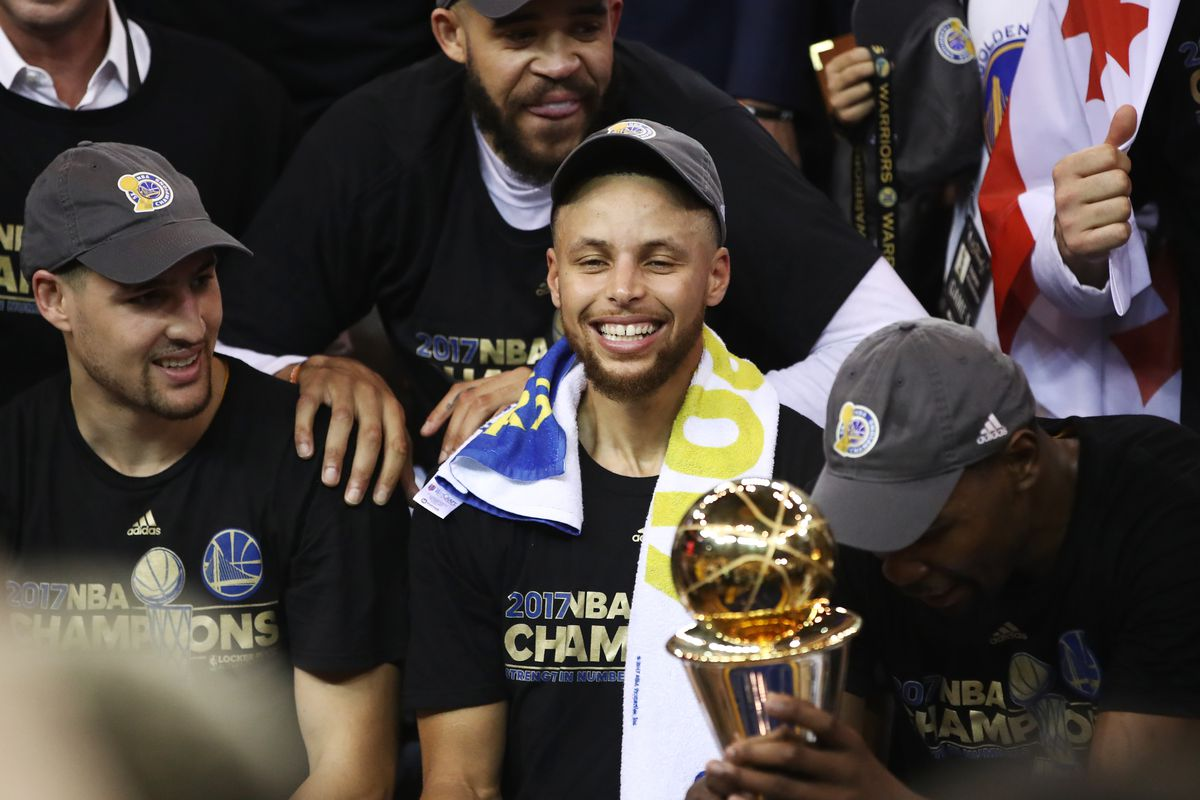 f5c3fbf7f57 Stephen Curry agrees to 5-year