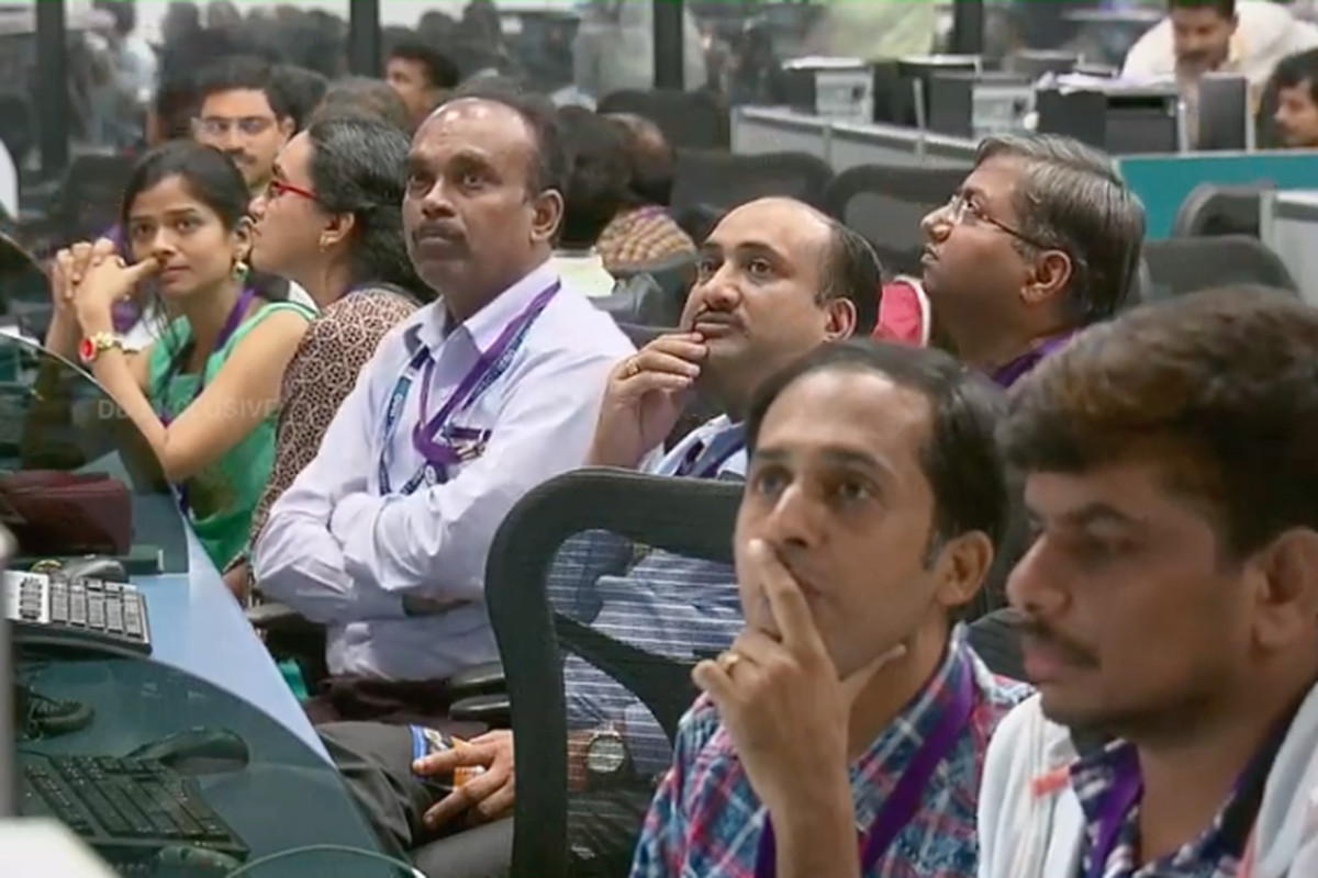 India loses communication with lunar lander shortly before
