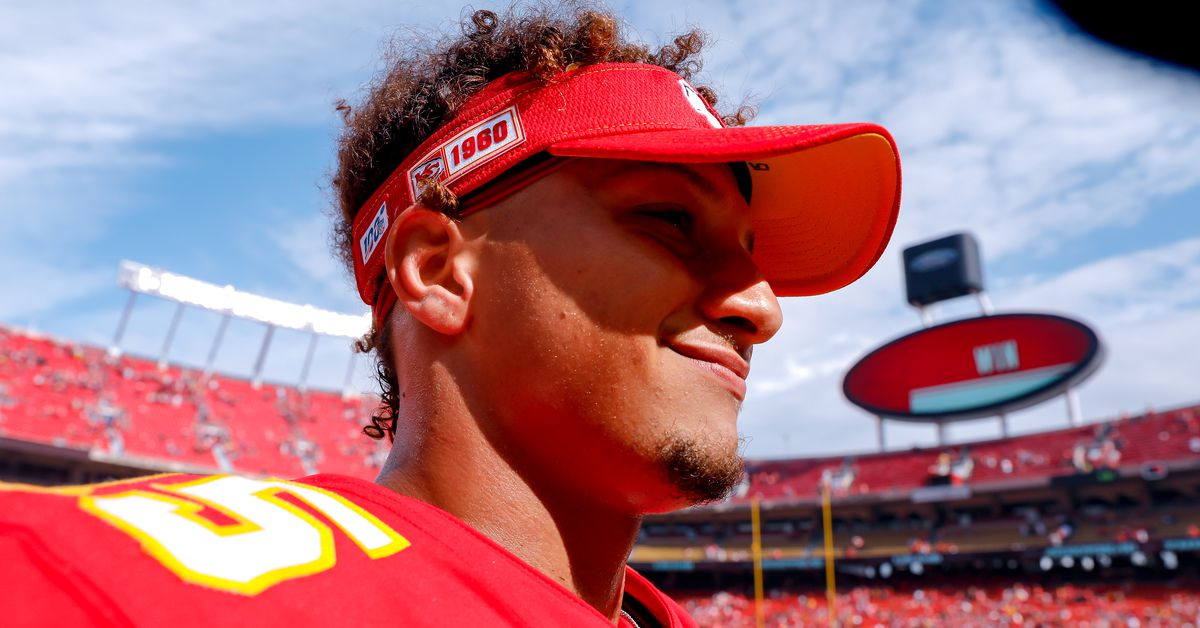 Patrick Mahomes Earns AFC Offensive Player of the Month Honors