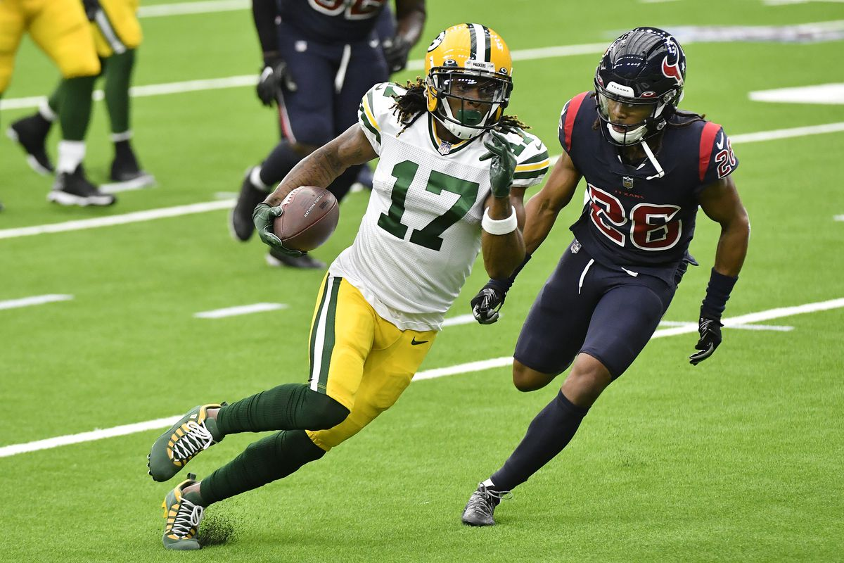Davante Adams #17 of the Green Bay Packers runs with the ball after a reception against the Houston Texans during the first quarter at NRG Stadium on October 25, 2020 in Houston, Texas.