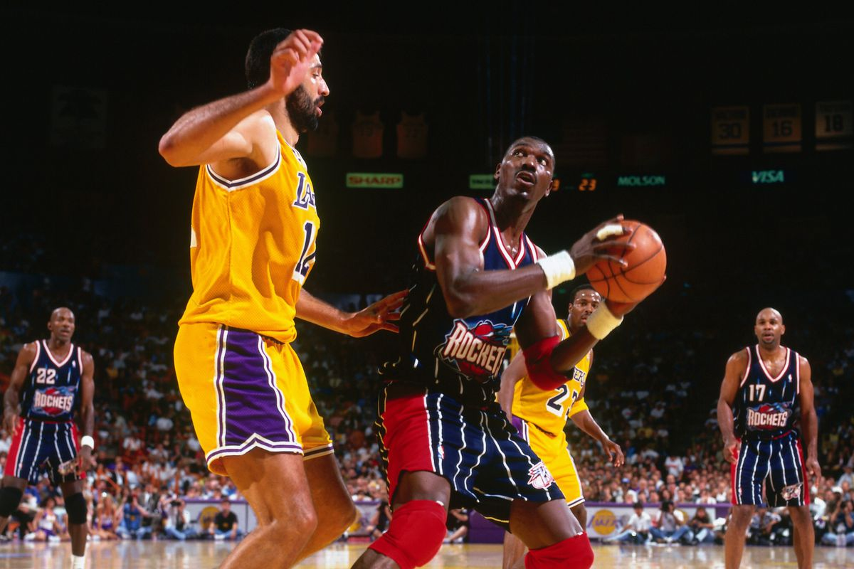 1996 Western Conference Quarterfinals, Game 1: Houston Rockets vs. Los Angeles Lakers