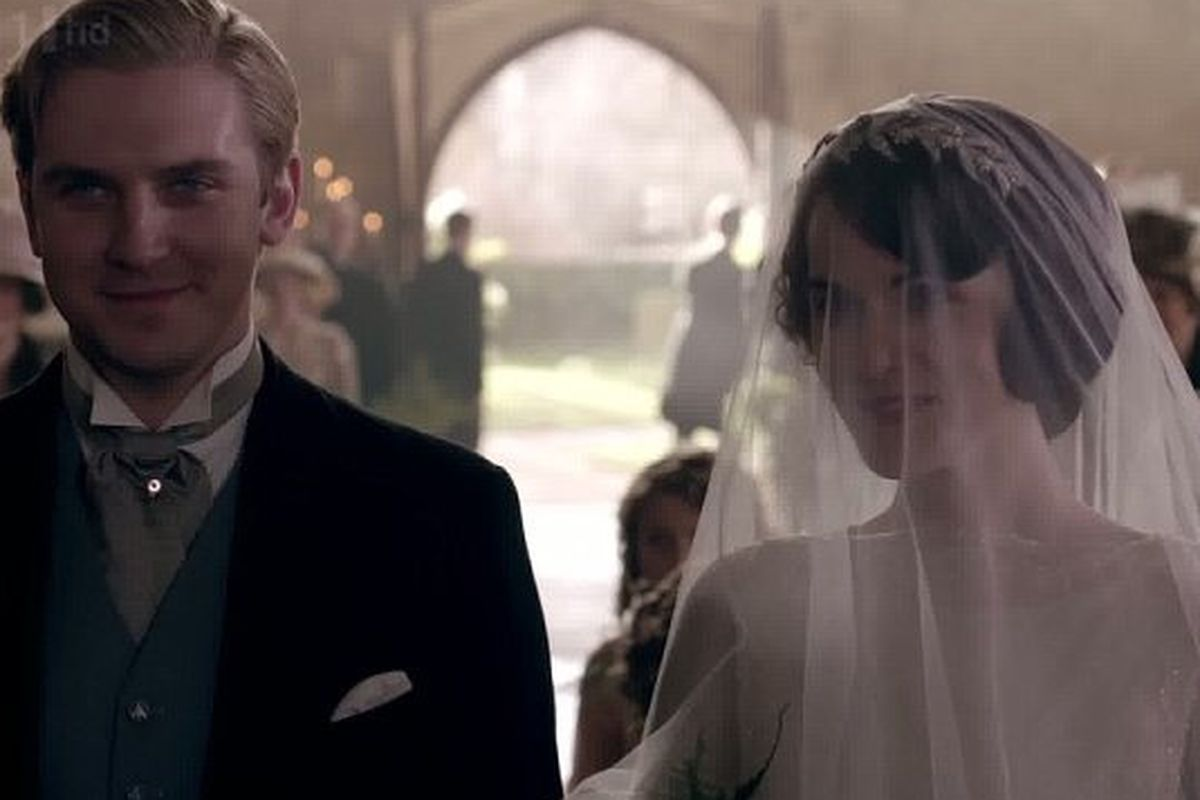 """Image via <a href=""""http://www.dailymail.co.uk/tvshowbiz/article-2204293/Downton-Abbey-series-3-They-did-Lady-Mary-Matthew-finally-make-aisle--future-Downton-threatened-shocking-episode.html"""">Daily Mail UK</a>"""