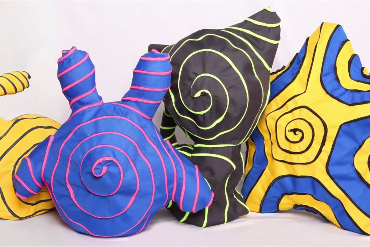 Plush objects with zipper lines